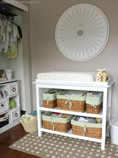 15 Neutral Nursery Ideas Love the organisation of this space: baskets for wipes nappies etc, mat und Changing Table Organization, Nursery Organization, Closet Organization, Nursery Storage, Nursery Room Decor, Nursery Ideas, Project Nursery, Nursery Modern, Nursery Neutral