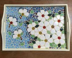 Risultati immagini per bandeja em mosaico Mosaic Tray, Mosaic Glass, Mosaic Tiles, Glass Art, Tile Crafts, Mosaic Crafts, Mosaic Projects, Stained Glass Patterns, Mosaic Patterns