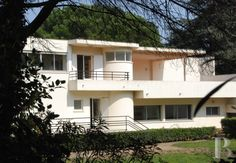 One of the first villas from the Modern Movement designed by Pierre Chareau - property for sale France - in Provence, Languedoc-Roussillon, ...