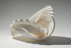 Intricate Modular Paper Sculptures by Richard Sweeney. Inspired by the organic forms of nature like mounds of snow and clouds, English artist Richard Sweeney creates delicate modular sculptures out of paper. Geometric Sculpture, Sculpture Art, Paper Sculptures, Design Creation, Paper Art, Paper Crafts, Art Du Monde, Colossal Art, English Artists