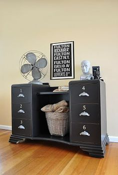 Shabby art deco dressing table to cool storage.