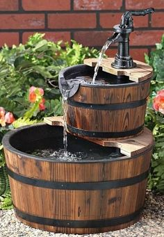Stunning and creative diy inspirations for backyard garden fountains Barrel Fountain, Diy Fountain, Garden Fountains, Outdoor Fountains, Garden Ponds, Koi Ponds, Barrel Projects, Outdoor Projects, Diy Projects