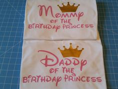 Mommy & Daddy of the Princess VNECK Mommy by WestEnderleBoutique