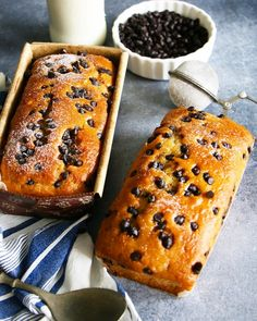 Tea Cakes are my absolute favourite. They are light, airy, fluffy and so delicious. Perfect with your evening cup of tea or coffee. The best thing about tea cakes is that you can save them for at l… Vanilla Loaf Cake, Vanilla Tea, Vanilla Frosting, Choco Chips Cake, Chocolate Chip Cake, Easy Cake Recipes, Baking Recipes, Easy Desserts, Oven Recipes
