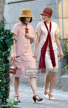 Ana Fernandez (R) and Nadia de Santiago are seen during the set filming of the Netflix serie 'Las Chicas del Cable' on October 27 2016 in Madrid Spain. 20s Fashion, Retro Fashion, Girl Fashion, Fashion Dresses, Vintage Fashion, Womens Fashion, Fashion Design, Vintage Heels, Mode Vintage