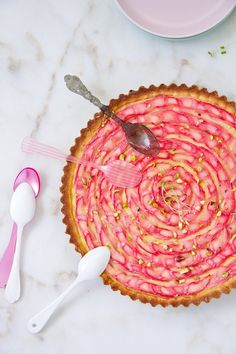 Gorgeous Rubarb Tart.  The recipe is in Spanish, but the pictures are worth a thousand words.
