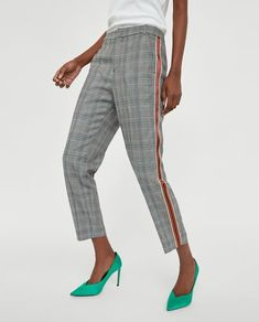A pair of pants for any occasion. The new collection is here at ZARA online. Enter now and discover all the pants of the new collection at ZARA. Best Casual Outfits, Plaid Outfits, Neue Outfits, Office Outfits, Work Looks, Looks Style, Jean Moda, Suit Fashion, Fashion Outfits