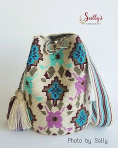 New in/ Wayúu bag 2017. Single thread. ใบนี้พร้อมส่งค่ะ ไหมเส้นเดียว+เบล งานท๊อป ฝีมือทอวายูแท้ๆค่ะ ขายแต่งานทอแท้วายู100%ค่ะ เผ่าอื่นไม่มีขายผสมนะคะ ดูสินค้าได้ที่#  #sallywayuucolours #sallywayuucrossbody  Contact Sally via Line id: sallyshandicraft *สีและแสงอาจจะเปลี่ยนแปลง+/-ขึ้นอยู่กับการถ่ายภาพและการตั้งค่าความสว่างหน้าจอรับภาพของแต่ละเครื่องที่รับนะคะ Shading and colours may vary. %#ขายแต่ของแท้ทอวายูเท่านั้น #แบบและลายดั้งเดิมจากชาววายูla guajira รูปถ่ายจากสินค้าจริงมีของพร้อ