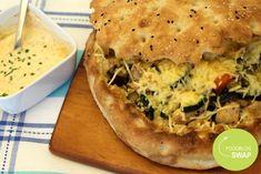 Een Turks brood gevuld met allerlei groenten met een heerlijke knoflooksaus