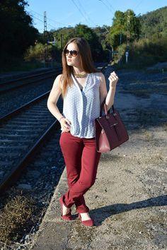 Diario #blusa #look #verano #blanco #bailarinas #pantalones #color #marsala #flats