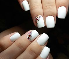 The nail designs for short nails are simple, very practical, safe and durable. Check our photo gallery with the best nail designs for short nails that are easy to make. White Nail Designs, Short Nail Designs, Simple Nail Designs, Nail Polish Designs, Nail Art Designs, Gold Nail Polish, Gold Nails, White Nails, Easy Nails