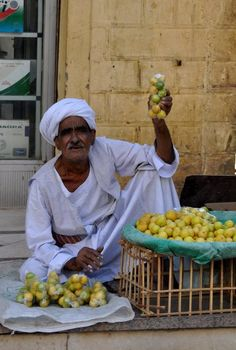 Egypt-love the yellow of them lemons next to the turquoise sheet.