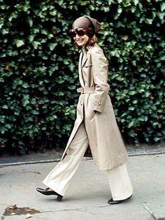 ジャッキーのトレンチコートの着こなし♡ Jackie Kennedy Style, Jacqueline Kennedy Onassis, 70s Fashion, Winter Fashion, Lolita Fashion, Fashion Boots, Fashion Dresses, Audrey Hepburn Photos, Jaqueline Kennedy