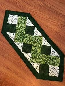25+ unique Christmas table runners ideas on Pinterest ...