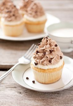 Chocolate cannoli cupcakes