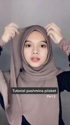 Modern Hijab Fashion, Street Hijab Fashion, Hijab Fashion Inspiration, Muslim Fashion, Simple Hijab Tutorial, Hijab Style Tutorial, Stylish Hijab, Casual Hijab Outfit, Cara Hijab