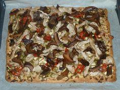 Coca de recapte de rovellons acabada Paninis, Calzone, Empanadas, Coco, Vegetable Pizza, Vegetables, Recipes, Arrows, Flaky Pastry