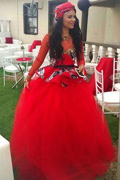 Wedding Photos of Kagisho Dikgacoi and Carina McKechnie secret traditional wedding in Swaziland African Print Dresses, African Fashion Dresses, African Dress, African Wear, African Style, African Outfits, Ankara Fashion, Ankara Dress, African Traditional Wedding Dress
