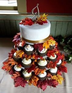 THIS. IS. SO. PERFECT. I'M SO IN LOVE!!! Fall cake and cupcake design ideas