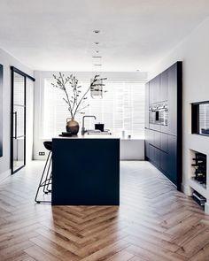Black Kitchens, Home Kitchens, Kitchen Black, Modern Kitchen Design, Interior Design Kitchen, Dream Home Design, House Design, House Inside, Home And Living