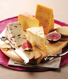 Lovely cheese plate for Valentine's Day Queso Cheese, Wine Cheese, Champagne Sur Seine, Gouda, Fondue, Feta, Tapas, Gourmet Cheese, Cheese Food