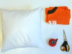 How To Make Throw Pillows Out of Old T-Shirts : Home Improvement : DIY Network