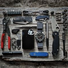 Click the image to check out the top 5 vital camping gadgets of this decade 🛠. The greatest prepping gear, bushcraft camping gear, and doomsday prepping gear # Best Survival Gear, Survival Gadgets, Edc Gadgets, Survival Tools, Survival Stuff, Edc Bag, Bushcraft Knives, Survival Shelter, Edc Everyday Carry