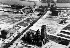 Het Witte Huis te Rotterdam na het bombardement.