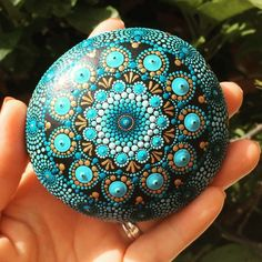 """2 Me gusta, 1 comentarios - Liona Hotta Stones (@lionahottastones) en Instagram: """"It's hard to see the beauty of a painted stone mandala in a 2D photo so I made this short video..…"""""""