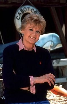 """Dame Angela Lansbury as Jessica Beatrice MacGill Fletcher in a """"Murder, She Wrote"""" promomotion photo shoot from Angela Lansbury, Cabot Cove, Tv Detectives, Cultura General, Blu Ray, Old Tv Shows, Film Serie, Classic Tv, Actresses"""