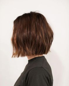 You will get here 15 amazing bob hairstyles to hide your age and also look very stylist, trendy and attractive. To get a very beautiful, stylish and trendy look with your short hair the best thing could be bob hairstyle for fine hair. Cute Bob Haircuts, Asymmetrical Bob Haircuts, Bob Haircut With Bangs, Choppy Bob Hairstyles, Bob Hairstyles For Fine Hair, Short Blunt Haircut, Braid Hairstyles, Bob Hairstyles How To Style, Bob Hairstyles Brunette