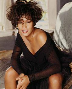 News Photo : Singer/songwriter Whitney Houston is photographed. Divas, Black Celebrities, Celebs, Whitney Houston Pictures, Vintage Black Glamour, Dolly Parton, Female Singers, American Singers, Beautiful Black Women