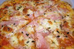 Vynikající pizza, kterou připraví te za pár minut. Těsto připravené z bílého jogurt a na vrch zvolíte suroviny podle vlastní chuti.