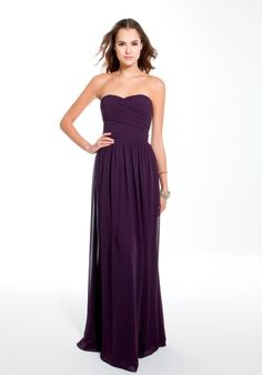 I always thought that i would want navy dresses, but i think when i eventually get married my bridesmaids will wear this color. :)