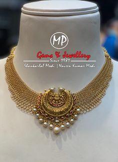 South Indian jewellery - Antique gold necklace with Kundan lakshmi pendant - Jewelry Design Earrings, Gold Earrings Designs, Gold Jewellery Design, Beaded Jewelry, Necklace Designs, Jewelry Bracelets, Gold Jewelry Simple, Golden Jewelry, Antique Jewellery Designs