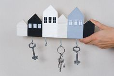 The need for a key holder is a real fact in our modern life. Wooden Key Holder, Small Wood Projects, Miniature Houses, Wooden Crafts, Diy Arts And Crafts, Wood Wall Art, Home Art, Woodworking Projects, Diy Home Decor