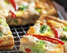 Quiche minceur au brocoli et poivron sans pâte : http://www.fourchette-et-bikini.fr/recettes/recettes-minceur/quiche-minceur-au-brocoli-et-poivron-sans-pate.html