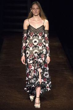 ea6e7ad0b215 Erdem Spring 2016 Ready-to-Wear Collection Photos - Vogue Модели, Модный  Показ