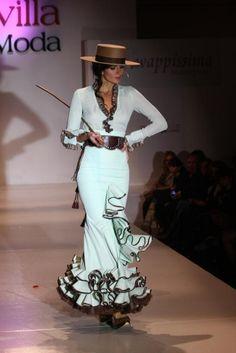 Spanish style – Mediterranean Home Decor Flamenco Costume, Flamenco Dancers, Flamenco Dresses, Spanish Dress, Spanish Style, Look 2015, Mode Costume, Tango Dress, Spanish Fashion