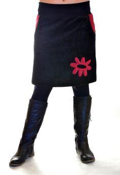 Sportovka s aplikací Sukně je ušita z černého fleece s kapsami a aplikací.Aplikace a lemy u kapes jsou tmavě fialové(vínově červené).V pase je pružný úplet s gumou ,aby sukně pěkně držela.  Velikost:pas-70cm  boky-102cm  délka-52cm Fleece, Knee Boots, Heels, Fashion, Heel, Moda, Fashion Styles, Knee Boot, High Heel