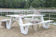 Onderhoudsvrij, tijdloos en passend in iedere tuin, deze aluminium picknick bank heeft het allemaal! #picknickbank #onderhoudsvrij #aluminium #modern #strak #picknicken