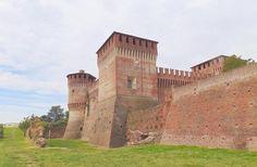 Iniziamo la settimana con l'imponente castello di Soncino! #lombardiadavedere foto A. Nessi