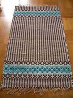 Weaving - rag rugs, carpets Thin Hair Cuts razor cuts for thin hair Weaving Textiles, Weaving Patterns, Inkle Weaving, Hand Weaving, Weaving Projects, Tear, Weaving Techniques, Crochet Home, Woven Rug