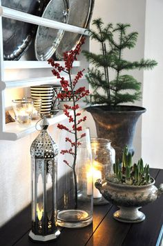 20 Easy Peasy Christmas Decorations For The Regretfully Late Procrastinator So simple…love the red berries adding a pop of color here. Merry Little Christmas, Noel Christmas, Rustic Christmas, All Things Christmas, Simple Christmas, Winter Christmas, Christmas Crafts, Christmas Decorations, Holiday Decor