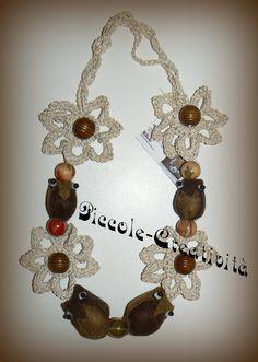 Collana fiori ad uncinetto, perle legno, gufetti in panno