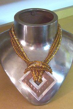 Estudiante: Iris Rodríguez 2004 ~~ Love this idea for a pendant hanger~