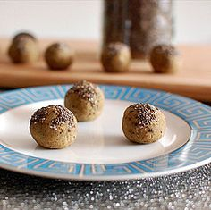 Chai Chia Protein Bites : Vegan and great for a party!