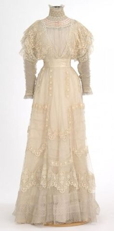 White lace summer dress, 1900-1910. Summer! Long sleeves, I don't care how light the fabric, not to mention the corset, chemise, petticoat and drawers underneath. I don't know how women even endured it.