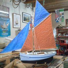 Les maquettes de Pilotes de Benoît Le Roux à Carnac Boats, Classic, Model Ships, Red Heads, Derby, Ships, Classic Books, Boat, Ship