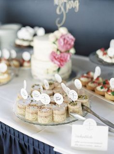 Nuss Nougat Mini Törtchen für Sweet Table von Zuckerzirkus Place Cards, Place Card Holders, Table Decorations, Inspiration, Home Decor, Wedding Pie Table, Celebration, Homemade Home Decor, Biblical Inspiration